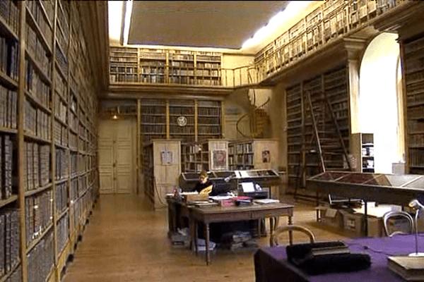 La mairie d'Avranches recèle un gigantesque fond d'ouvrages anciens.