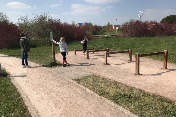 À deux pas de la ligne droite de l'hippodrome, un parcours d'obstacles praticables à tout âge, ou presque.