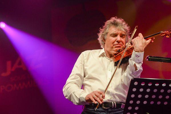 Didier Lockwood, lors du festival Jazz sous les pommiers à Coutances, en 2015.