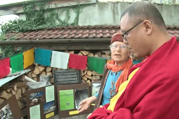 Gueshé Tulku Ahbay Rinpoché, ici avec Catherine Hamburger, est devenu moine à l'âge de sept ans.
