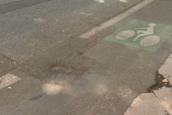 Certaines portions des voies cyclables de Nice sont en mauvais état.