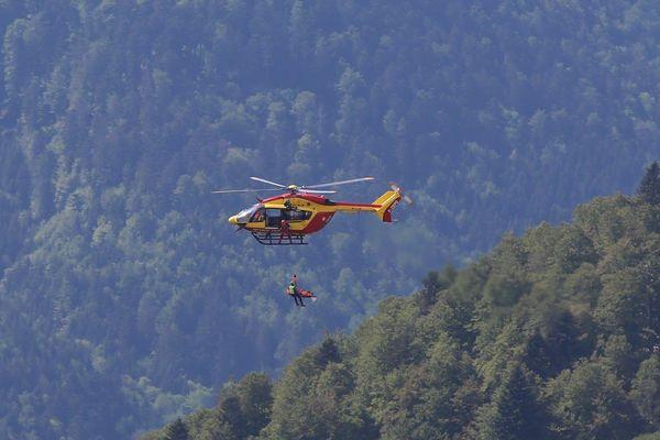L'hélicoptère de la sécurité civile et le peloton de la gendarmerie de montagne sont intervenus quatre fois pour porter secours depuis ce lundi 18 mai.