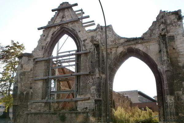L'ancien Hôtel-Dieu Saint-Jean d'Amiens, sur les terres duquel ont été retrouvées les fosses d'inhumation.