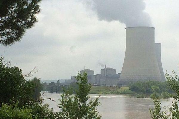 Un réacteur en maintenance, l'autre dont la production a été divisée par trois.