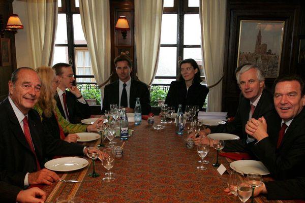 Strasbourg, le 1er octobre 2004, le président Jacques Chirac et le chancelier Gerhard Schroeder se sont rendus au restaurant Chez Yvonne à l'occasion d'un sommet franco-allemand