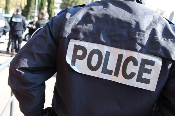 Un policier en uniforme. Photo d'illustration. Photo AFP.