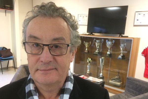 Le nouveau président du Limoges FC, Jean-Pierre Roux, est un chef d'entreprise à la retraite. Il était à la tête de plusieurs supermarchés.