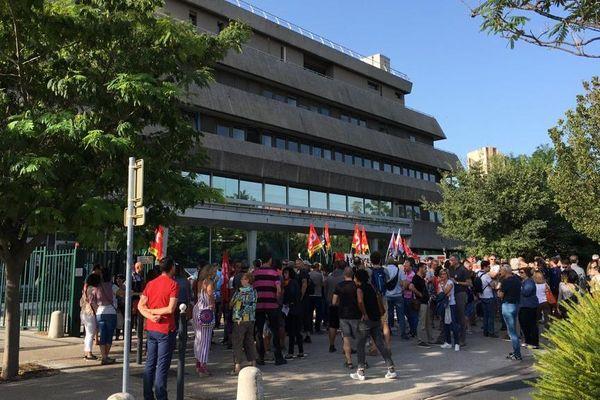 Les agents des finances publiques de Montpellier se sont rassemblés devant leur direction pour protester notamment contre les suppressions de poste annoncées. 16/09/2019