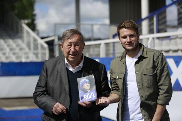 L'ancien entraîneur emblématique de l'AJA et le journaliste Alexandre Alain ont rédigé ensemble les quelque 280 pages du livre.