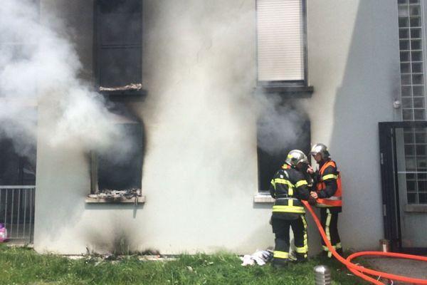 Le feu a pris dans un appartement au rez-de-chaussée d'un immeuble récent