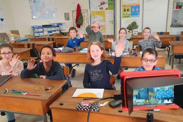 TV Loustics avec les enfants de CE2-CM1 de l'école Anja Schaul des Rosiers-sur-Loire (Maine-et-Loire)