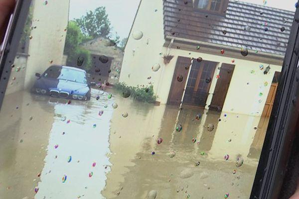 L'eau est montée de plusieurs dizaines de centimètres, à Donnemarie-Dontilly, en Seine-et-Marne, le 30 mai 2016.