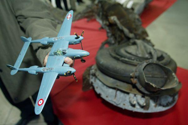 Antoine de Saint-Exupéry effectue son dernier vol aux commandes d'un chasseur P-38 Lightning le 31 juillet 1944.