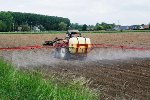 L'arrêté sur l'épandage des pesticides dans le collimateur d'Eau