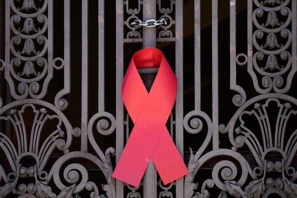 Trop de gens vivent encore avec le VIH sans le savoir. Une solution : le dépistage.