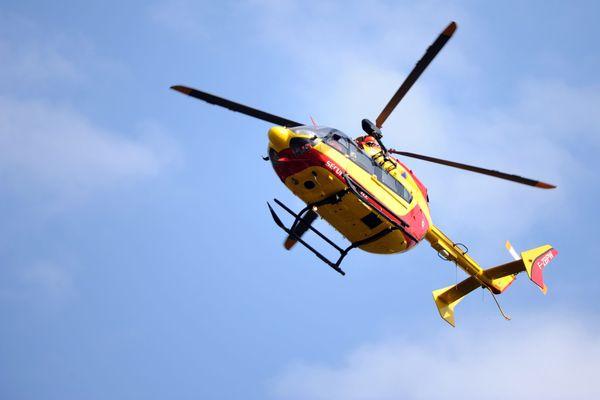 Un hélicoptère des pompiers, image d'illustration.