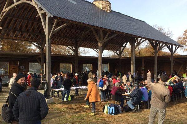 Pique-nique à la ferme de Bellevue pour les anti Notre-Dame-des-Landes, le 26 novembre 2017