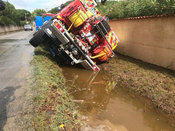Un camion des sapeurs-pompiers du Gard tombé dans un fossé à Nages lors de la vigilance rouge du 14/09/2021