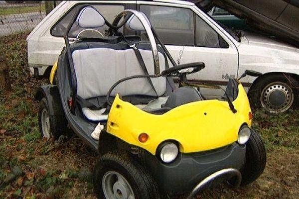 """Tavaux, dans le Jura. En pleine nuit, un """"Fun Quad"""", un véhicule sans permis,  fait une sortie de route. La passagère décède à l'hôpital. Le conducteur est dans un état grave."""