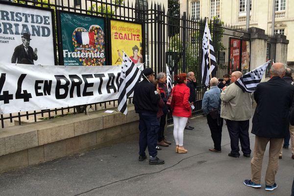 manif des partisans du rattachement de la Loire-Atlantique à la Bretagne, le 16 mai 2019 devant le Conseil départemental de la Bretagne