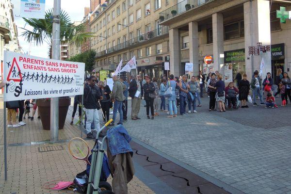 Le 31 juillet, une soixantaine de personnes s'étaient réunies place Gambetta pour dénoncer les expulsions de sans-papiers.