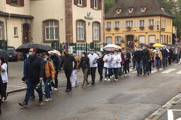 Des participants à la marche blanche, en hommage à Christine Bailly le jeudi 8 octobre 2020.