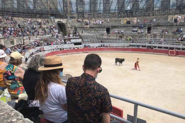 La novillada qui a débuté à 11h dimanche inaugure la saison des corridas en France