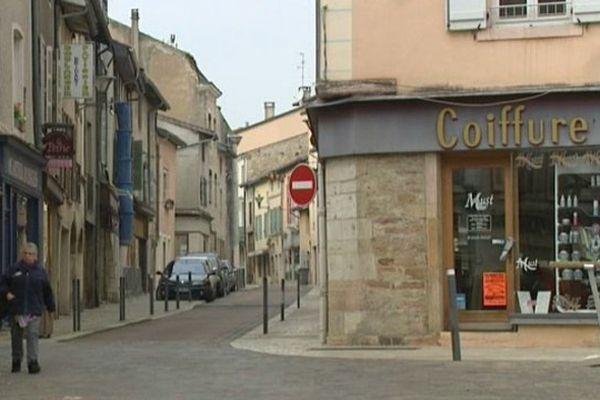Les commerces ferment les uns après les autres dans le centre-ville de Tournus, en Saône-et-Loire.
