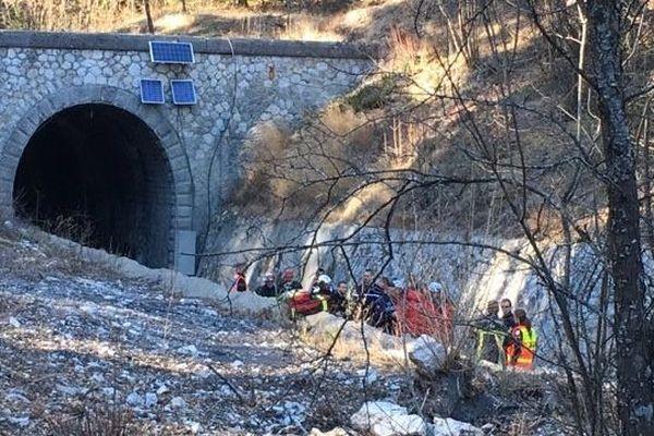 20/02/2019 - Alpes-de-Haute-Provence: un ouvrier est porté disparu dans l'effondrement d'un tunnel ferroviaire.