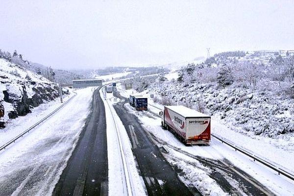 Lozère - les camions et les routes sous la neige - 29 janvier 2014.