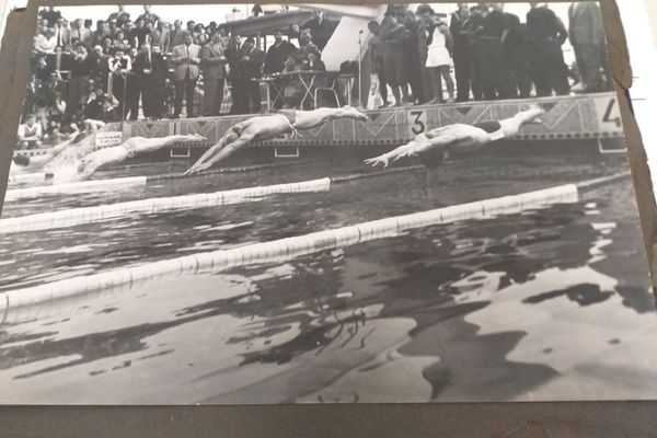 1951, Willy Blioch plonge dans une course record (4 x 200 m nage libre) à Marseille