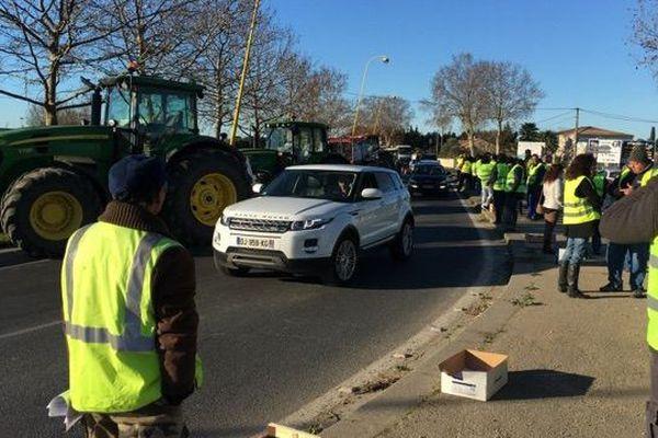 La manifestation des producteurs de pommes à Marsillargues entre Montpellier et Lunel