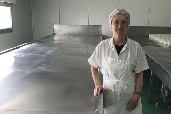 Dominique Bélégou gère la fromagerie La Revalière dans les Deux-Sèvres.