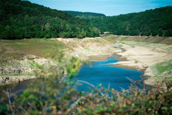 Dans le Puy-de-Dôme, le barrage de la Sep est à 100% de sa capacité. Il était à sec en 2019 (photo).