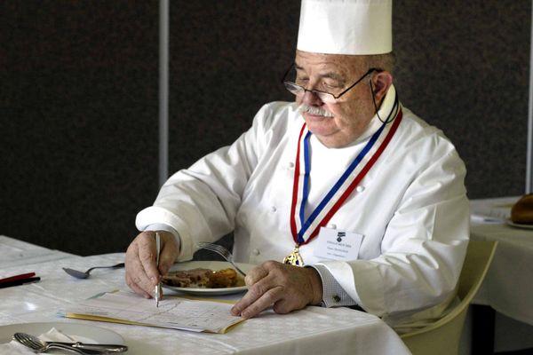 Passionné de cuisine depuis toujours ce grand nom de la gastronomie française est entré en apprentissage dans  le restaurant familial à Roanne (Loire).