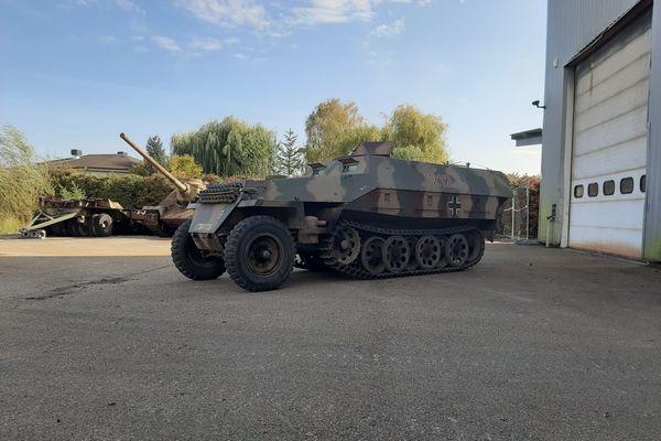 Vendu pour environ 40.000 euros, ce char de fabrication tchèque date de 1950. C'est une fidèle imitation d'un modèle allemand.