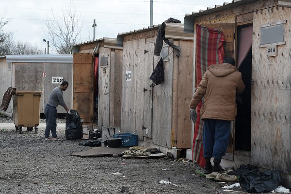 Le camp humanitaire de Grande-Synthe accueille 1500 migrants.