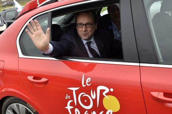 François Hollande sur le tour en 2014 entre Arras et Reims