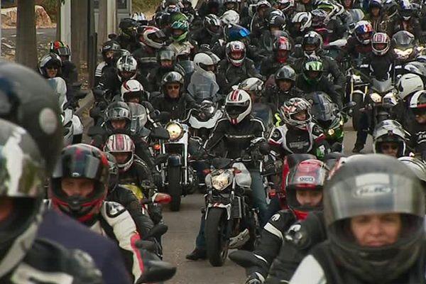 Des motards ont défilé dans plusieurs villes en France.