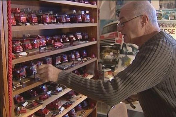 André a une passion : les miniatures de camions Berliet