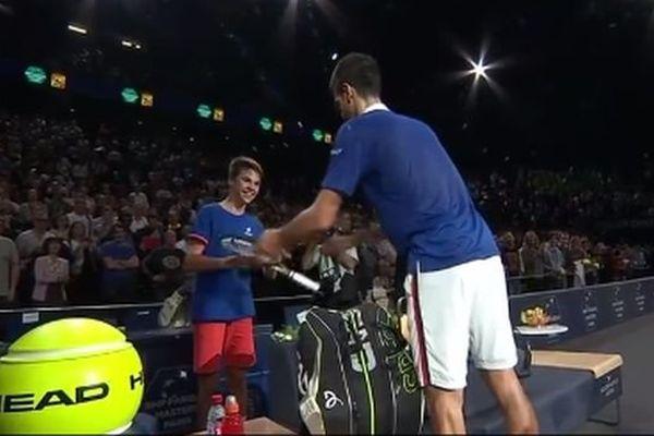 """Pierre Richon, un jeune Héraultais de 13 ans se voit offrir la raquette de Djokovic par le """"Djoker"""" himself - 7 novembre 2015"""