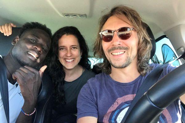Cédric et Julia ont accueilli Abdelhak chez eux pendant plus d'un an.