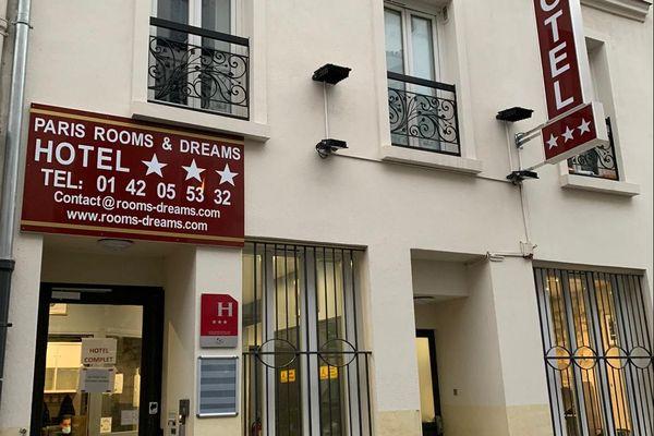 """""""L'hôtel """"""""Rooms and Dreams"""""""", dans le XVIIIème arrondissement, héberge des femmes enceintes et leurs bébés à la rue."""
