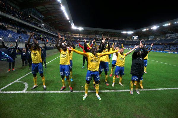 La joie des joueurs du FCSM après leur victoire face à Chambly, samedi 3 octobre.