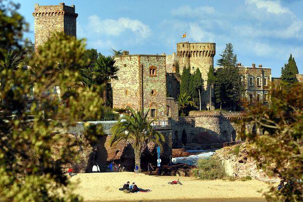 Au château, toutes les serrures sont gravées aux initiales de Marie et Henry Clews, un couple d'artistes-mécènes américains.
