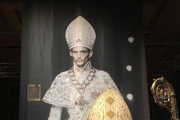 Esprit créateur(s) deux expositions dans le diocèse à Bayeux et à Lisieux marient haute couture et art sacré