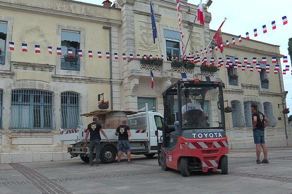 Pérols (Hérault) - place nette devant la mairie, les festivités sont désormais annulées - 28 juillet 2020.