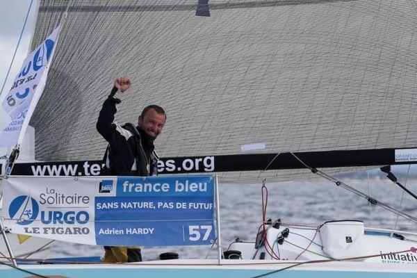 Adrien Hardy (Sans nature, pas de futur) s'impose en baie de Morlaix sur la 2e étape de la Solitaire du Figaro