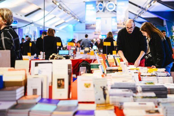 Les stands des libraires indépendants à la dernière Fête du Livre de Bron les 8 et 9 février 2020