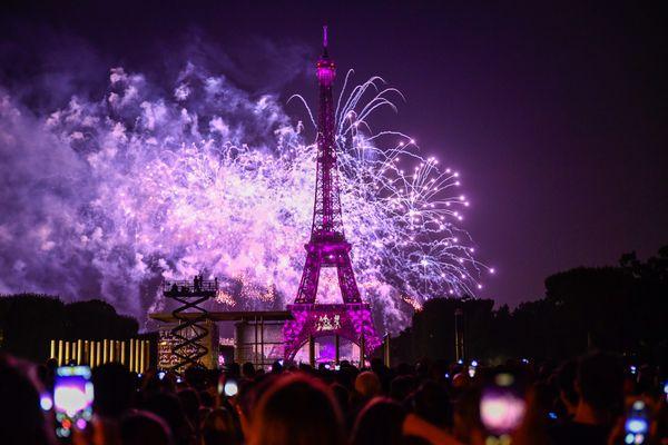 """Archive de 2018- Certes un périmètre sera maintenu pour empêcher ces rassemblements traditionnels autour de la Tour Eiffel mais les images de la fête de la musique sont encore dans beaucoup de têtes. """" On les a tous vu dans les médias, c'est vraiment injuste pour nous et pour tous les français privés de spectacle """" insiste Vincent Leperchois."""